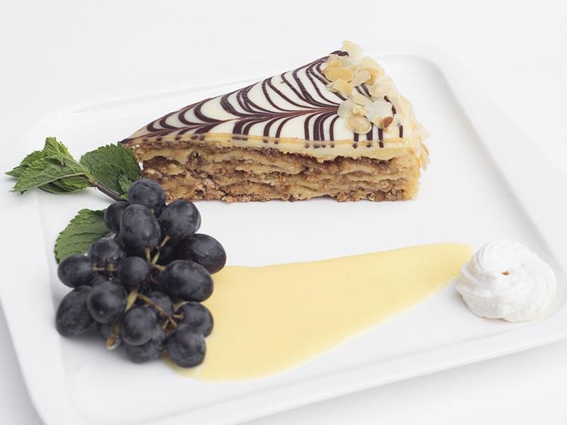 Эстерхази (миндально-шоколадный торт)