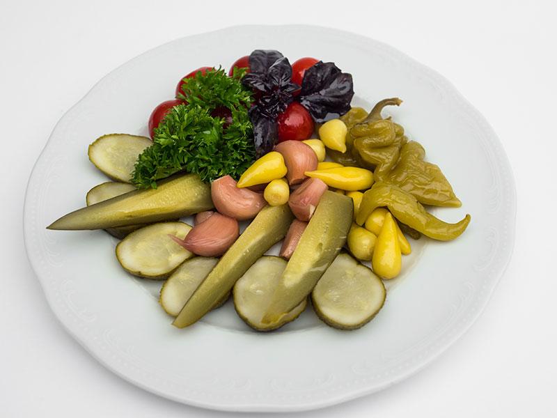 Соленья (огурцы, помидоры, дольки чеснока, капуста, острый перчик)