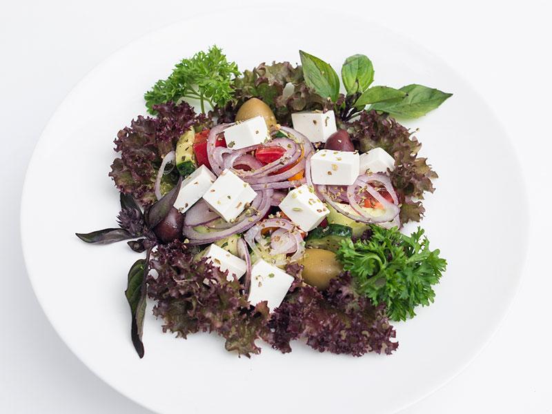 Салат «Греческий» (Помидоры, огурцы, перец, сладкий лук, оливки, маслины, брынза)
