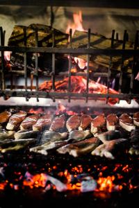 Свежая рыба на мангале